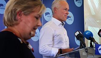 Jan Tore Sanner hadde brettet opp ermene før han inntok talerstolen.