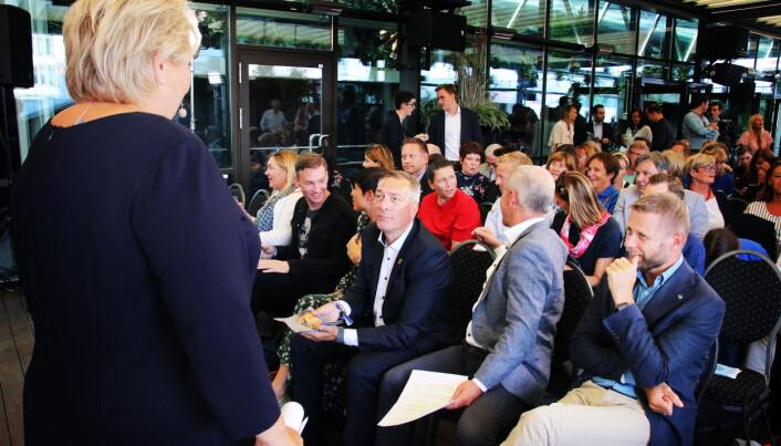 Statsråder i fleng på pressekonferansen til Høyre, blant dem helseminister Bent Høie, forsvarsminister Frank Bakke-Jensen og utenriksminister Ine Eriksen Søreide. Eneste som stilte i rødt var stortingsrepresentant Heidi Nordby Lunde.