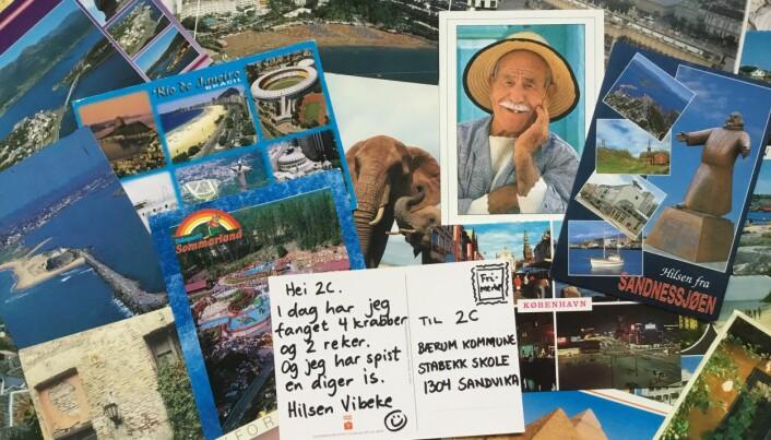 Da Vibeke presenterte ideen for foreldrene, laget hun en collage med gamle postkort hun hadde liggende og et eksempel på hva hun selv ville sende. Foto: Privat