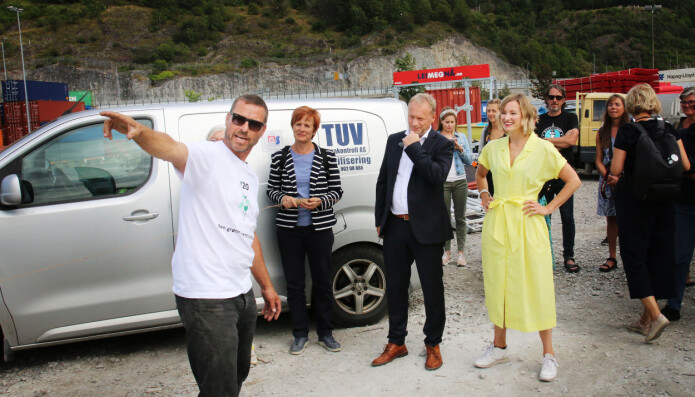 Lærer Hans Jørgen Hamre, byrådsleder Raymond Johansen og skolebyråd Inga Marte Thorkildsen.