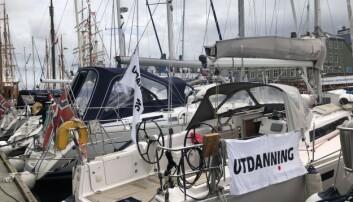 Utdanning har ligget i havn i Arendal i en uke. Nå går turen oppover kysten på jubileumsseilas. Foto: Kari Oliv Vedvik