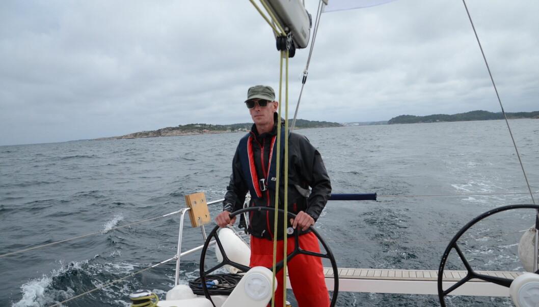 Kristoffer Solberg står til rors. Foto: Kari Oliv Vedvik
