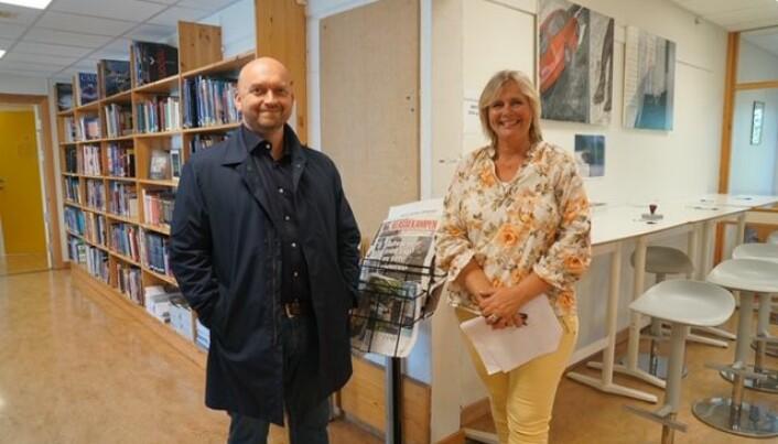 Rektor Eirik Kaasa Eliassen og Kristin Siewers ønsket velkommen til nytt skoleår på Risør videregående skole. Foto: Marianne Ruud