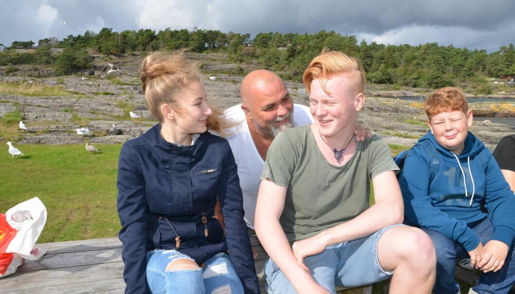 Alexandra, Jakob og Sondre har fått en helt ny hverdag, både på skolen og hjemme etter at de begynte på Havhesten. Foto: Kari Oliv Vedvik