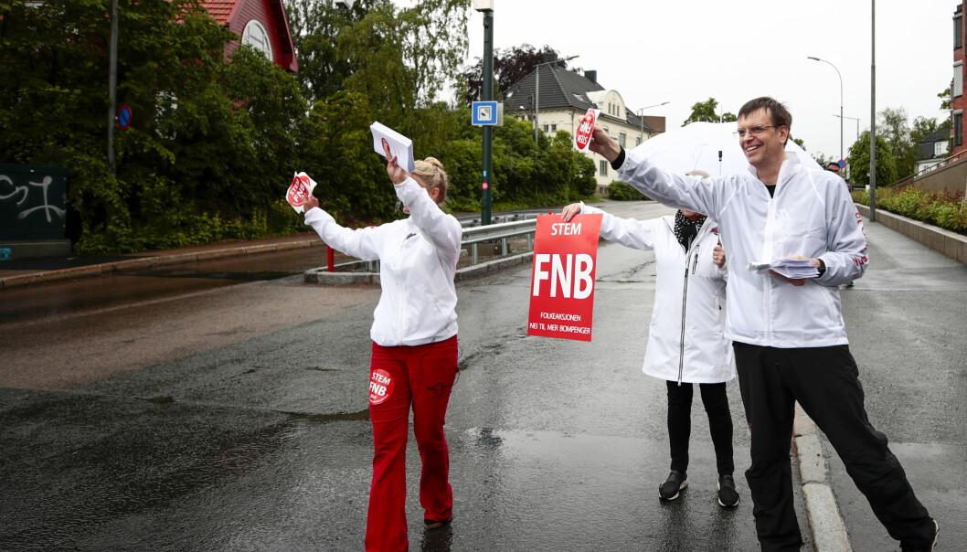 Bompengepartiet er ute og sanker velgere. Toppkandidat i Oslo, Bjørn Revil, er selv lærer og tror mange lærere stemmer på FNB. Foto: Scanpix