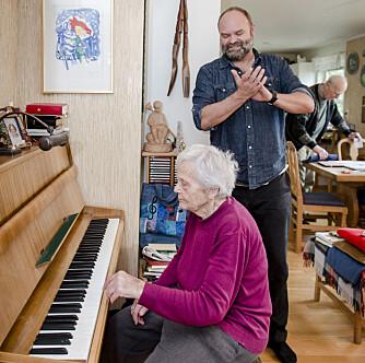 Kari brukte musikk og teater aktivt i undervisningen. Etter 37 år spiller hun opp igjen. Foto: Joakim S. Enger
