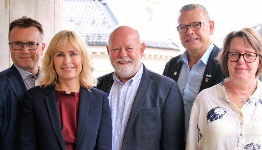 PBL-forhandlingene er i gang. Fra venstre: Espen Rokkan og Anne Lindbo, PBL. Terje Skyvulstad, Utdanningsforbundet, Trond Ellefsen, Delta og Anne Green Nilsen fra Fagforbundet. Foto: Stig Brusegard.