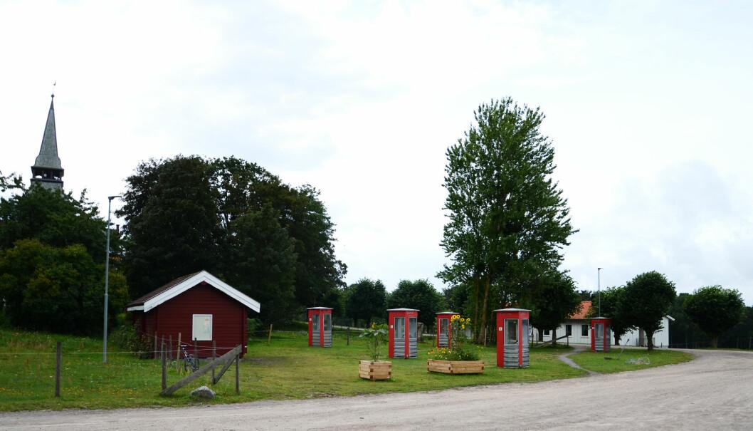 Alle de fem røde telefonkioskene er tilkoblet og kan brukes til å ringe med. Foto: Kari Oliv Vedvik