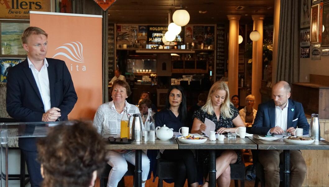 SVs Marianne Borgen, Høyres Saida Begum, Rødts Eivor Evenrud og Venstres Haakon Riekeles møttes til debatt om Osloskolen tirsdag. Foto: Marianne Ruud