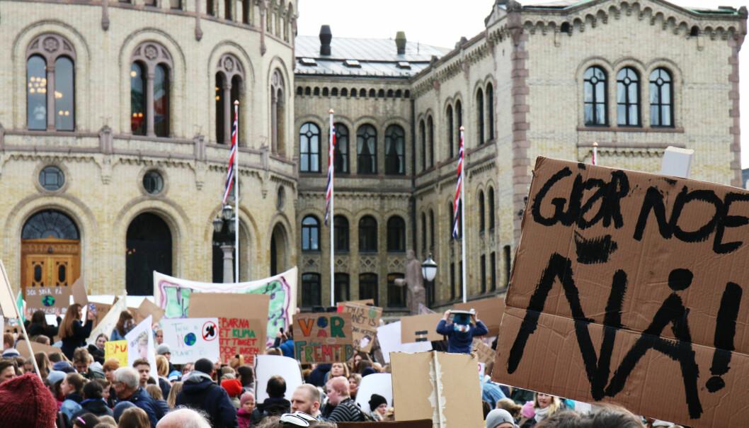 I dag arrangeres en ny skolestreik mot klimaendringene. Bildet er fra den tilsvarende markeringen utenfor Stortinget 22. mars. Arkivfoto: Jørgen Jelstad