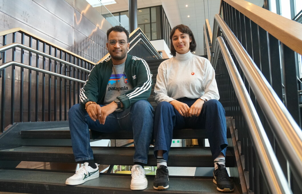Lærer Omar Samy Gamal og lektorstudent Sarah Lilleberg Safavifard mener rasisme og diskriminering må tas på alvor på lektorutdanningen. Foto: Marianne Ruud