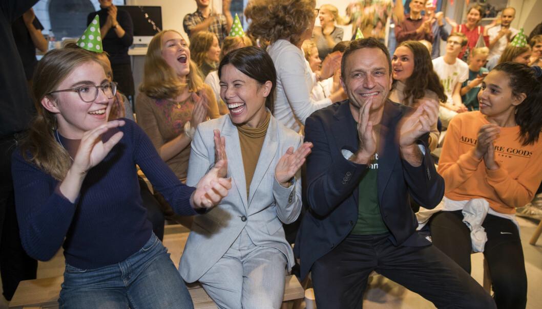 Lan Marie Nguyen Berg og Arild Hermstad i Miljøpartiet De Grønne jublet på valgvaken i forbindelse med skolevalget onsdag. Foto: Terje Pedersen / NTB scanpix