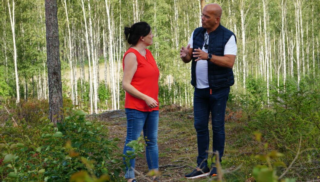 """Nesten litt synd at denne flotte """"indianerskogen"""" snart blir boligfelt synes Kathrine og Pål. Foto Marianne Ruud"""