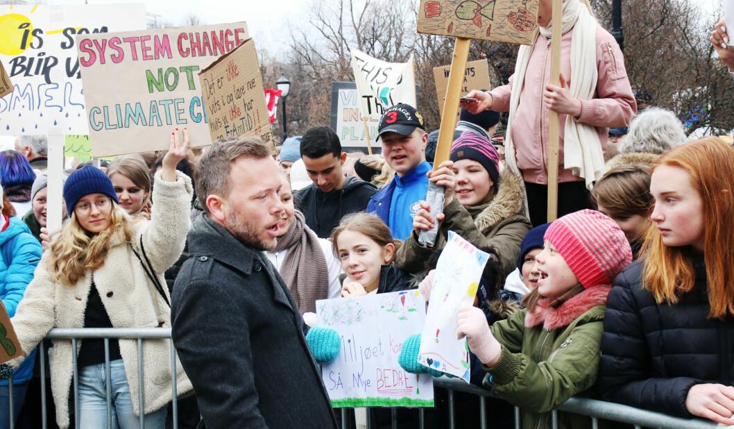 SV-leder Audun Lysbakken møtte klimastreikende unge tidligere i år. Brakvalg for både SV og MDG kan gi SV mer gjennomslag i skolepolitikken. Foto: Jørgen Jelstad.