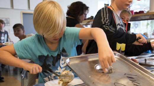 Oslo-elevene kan få gratis skolemat. I Trondheim får de det ikke