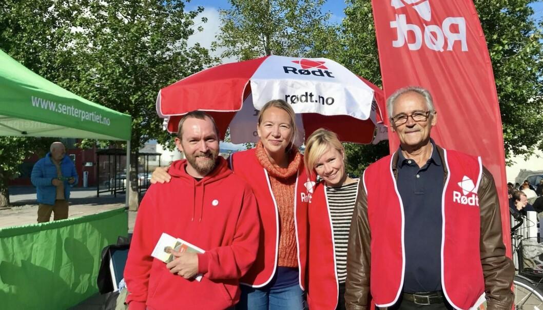 Rødts valgkamp i Alstahaug var vellykket. Her er fra venstre Allan Zvanut, Hanne Bendikte Wiig, Ingeborg Steinholt og Håkon Sund. Foto: Margit Steinholt.