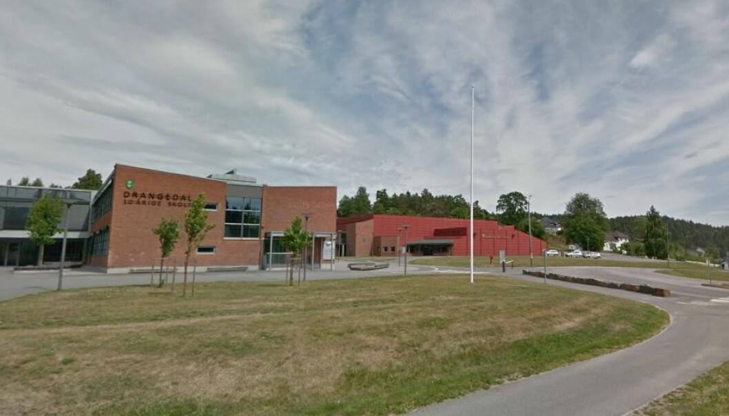 Fylkesmannen har funnet seks lovbrudd ved Drangedal 10.årige skole. Foto: Google