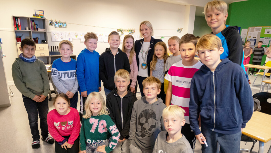 Møre og Romsdals nye ordfører Yvonne Wold lover å kjempe for ressurser til skole og barnehage. Her på besøk hos elevene i 5. klasse på Åfarnes skole i Rauma. Foto: Per-Kristian Bratteng, Åndalsnes avis