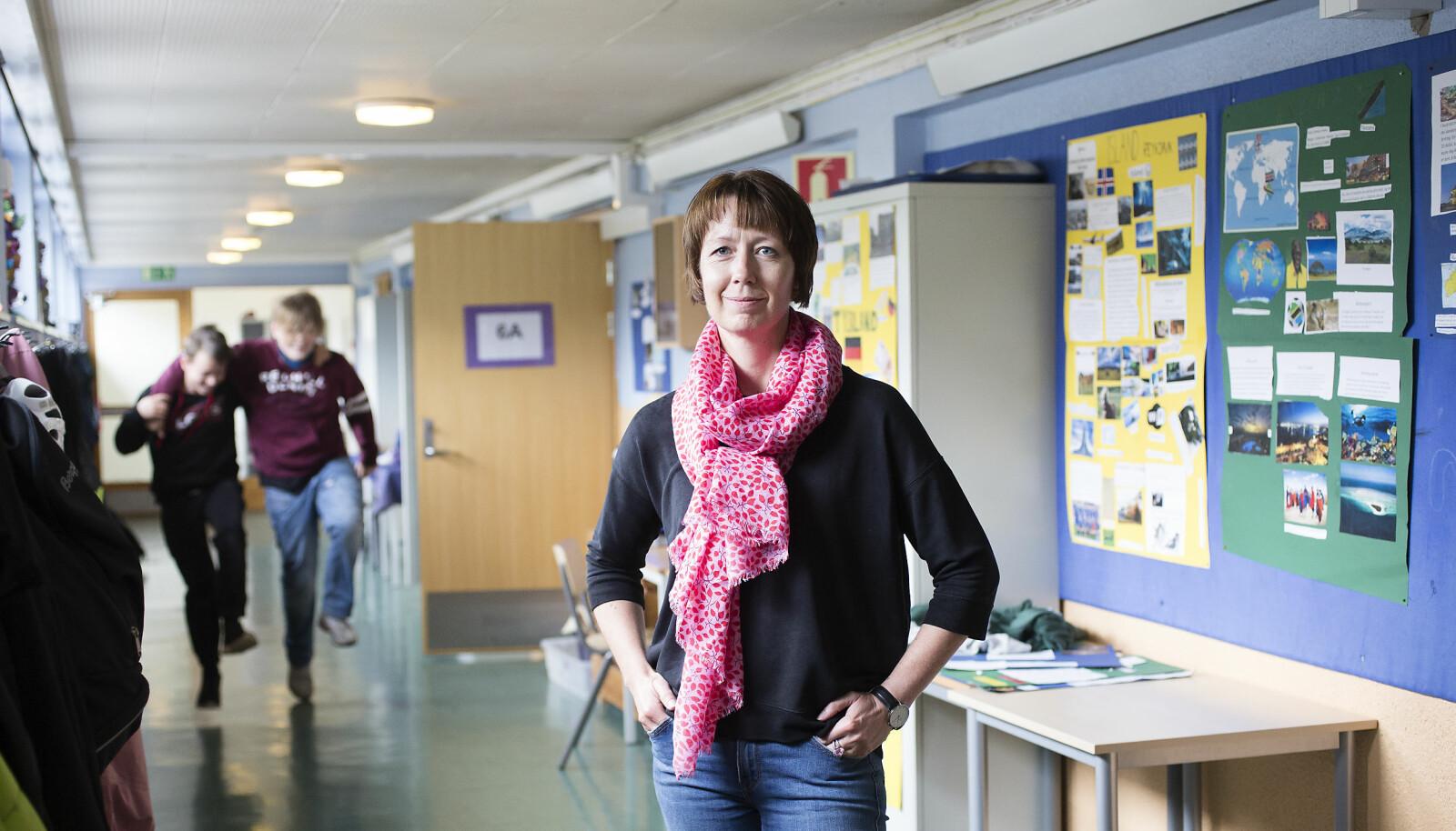 Rektor Monika Antun anbefaler skoler og kommuner å hive seg på ordningen med veilederkorps om de får sjansen. - Det er mye å lære. Men tenk grundig gjennom hva du vil ha ut av det, sier hun. Foto: Silje Katrine Robinson