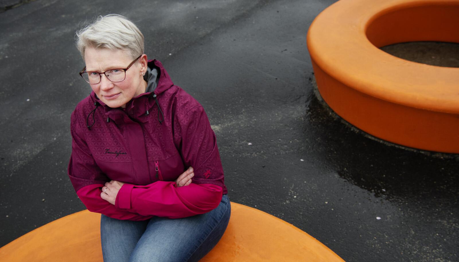 Christia Ylvisaker Olsen (45) klarte ikke å jobbe i barnehage de første årene etter gisseldramaet, men jobber i dag i en barnehage i Egersund. – Jeg ønsket meg tilbake til barnehagen. Den lå hjertet mitt nærmest, sier hun. FOTO: Marie von Krogh