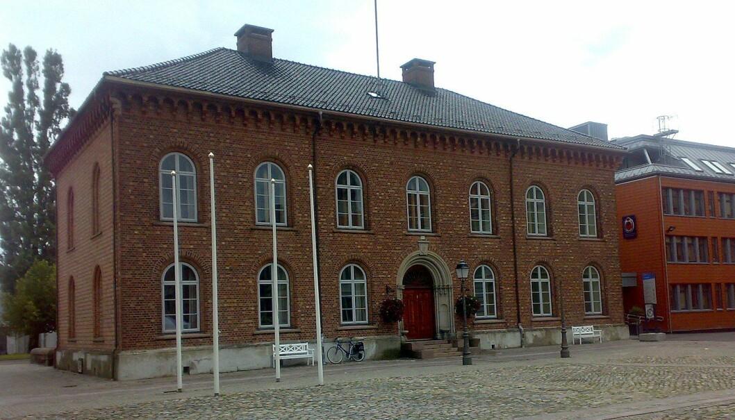 Her på rådhuset i Kristiansand har seks partier blitt enige om å lag en felles politisk plattform for de neste fire årene. Foto: Wikimedia