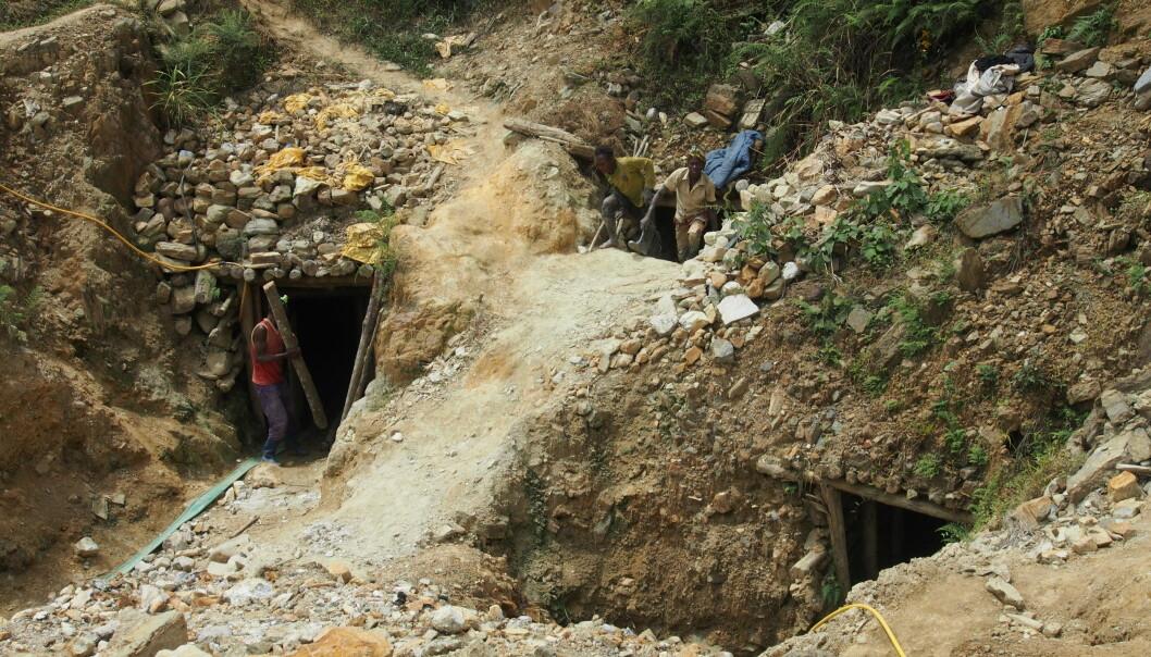 I stedet for å skaffe seg en utdanning, risikerer 40.000 unge i Øst-Kongo hver dag livet for å utvinne mineraler som brukes i våre mobiltelefoner. Foto: Operasjon Dagsverk.