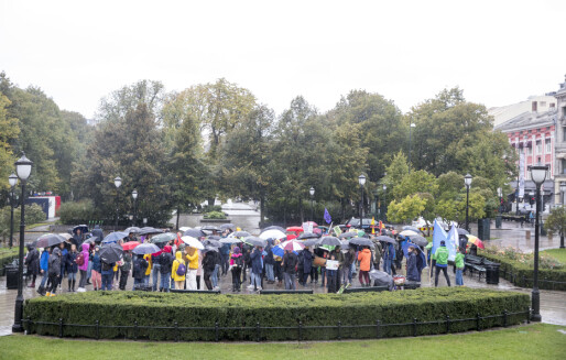 Våt klimastreik foran Stortinget