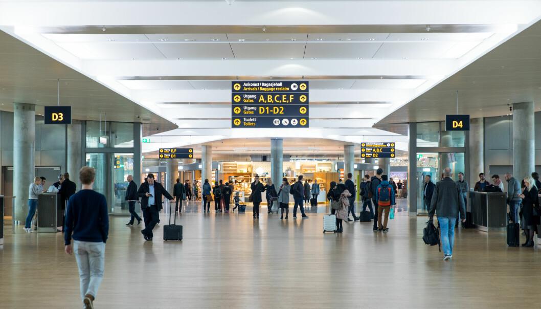 – Vi vet mer enn nok til at vi kan stille spørsmål som «Skal vi ta tog i stedet for fly på neste planlagte jobbreise?», skriver Ragnhild Lied og forbundslederne i Unio. Ill.foto: Avinor Oslo.