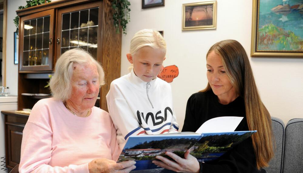 Kulturutveksling mellom Ellen Johanne Grandum, Alice Pixie Linn Josefsson og lærer Heidi Torp. De er like engasjerte alle tre. Foto: Marianne Otterdahl-Jensen