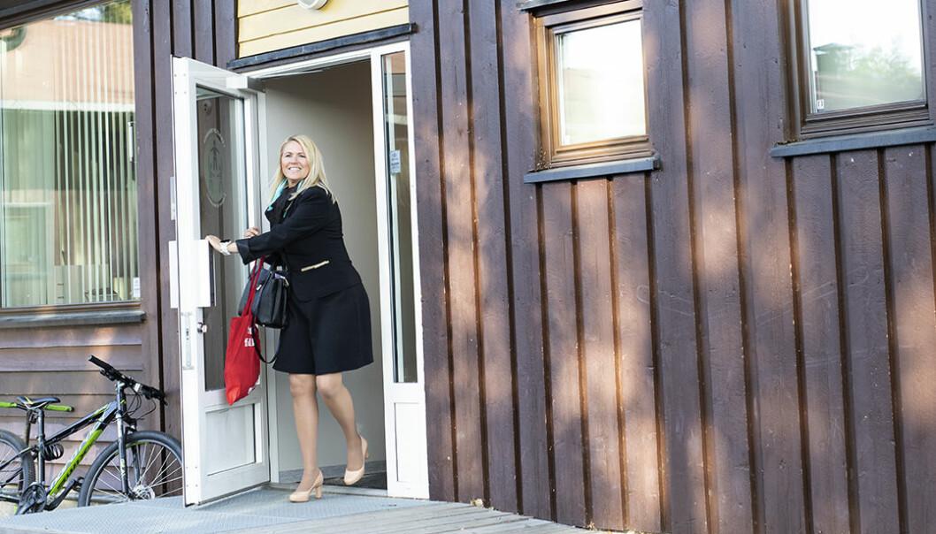 Siste dag som rektor på Hallermoen skole nærmer seg for Monica. Foto: Maja Ljungberg