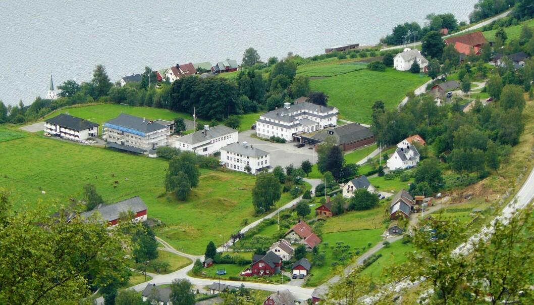 Frå og med neste skuleår skal elevane ved Nordfjord folkehøgskule ikkje bruke fly på turar til utlandet. Foto: Chell Hill, Wikimedia Commons
