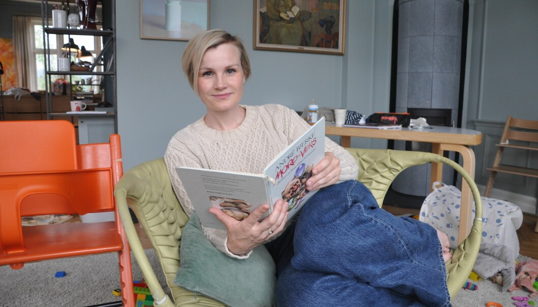 Skuespiller Lena Kristin Ellingsen har helt siden tiden i barnehagen i Saltdal vært glad i å lese. Hun likte høytlesning i barnehagen. Foto: Kjersti Salvesen
