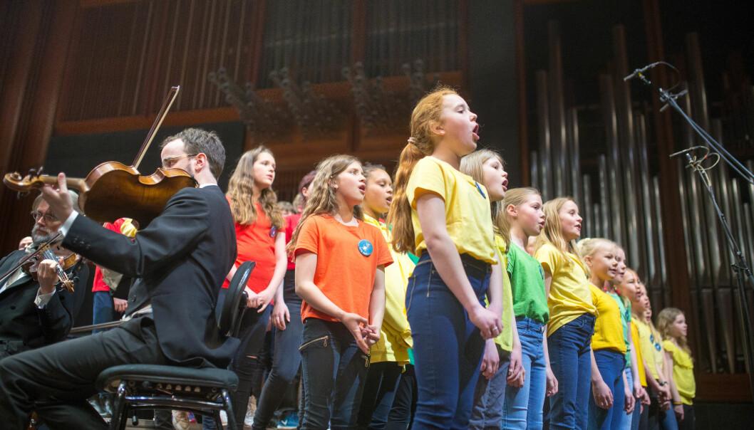4. mai sang tusen elever i Oslo Konserthus på Skolenes sangdag i 2018. Nå skal sangen også bevares i fremtidige læreplaner. Foto: Hans Skjong