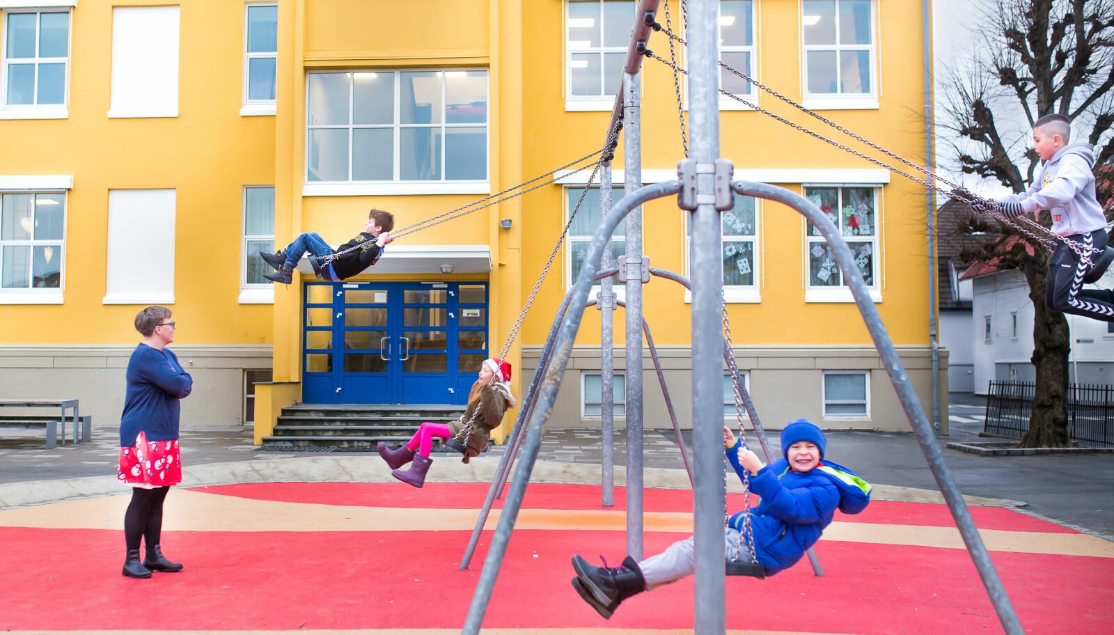 """Camilla Tanem-Hanevik er rektor ved Storhaug skole. Hun har jobbet ved andre skoler hvor mannlige lærere har vært """"klar over"""" sin verdi som mannlig ansatt, og har brukt den som et pressmiddel for å få velge de arbeidsoppgavene de helst ville ha. Foto: Hans Skjong"""