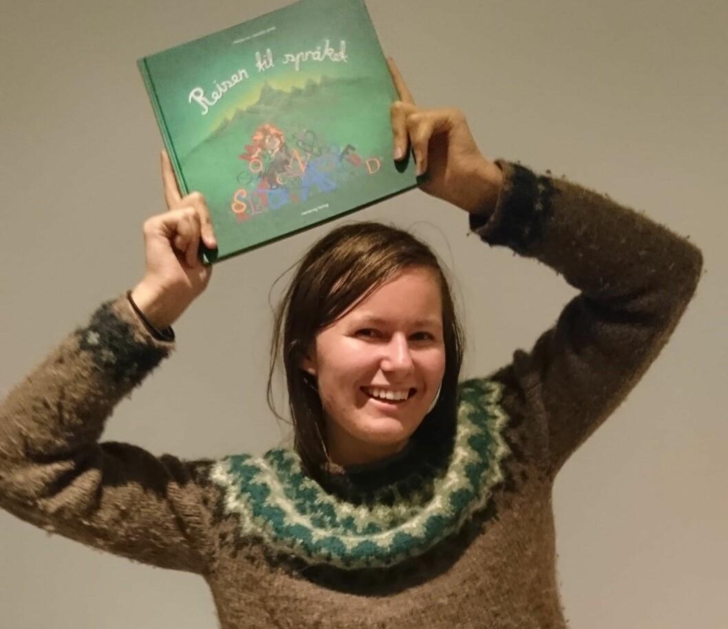 Frida Haugland håper boka kan hjelpe andre. Foto: Privat