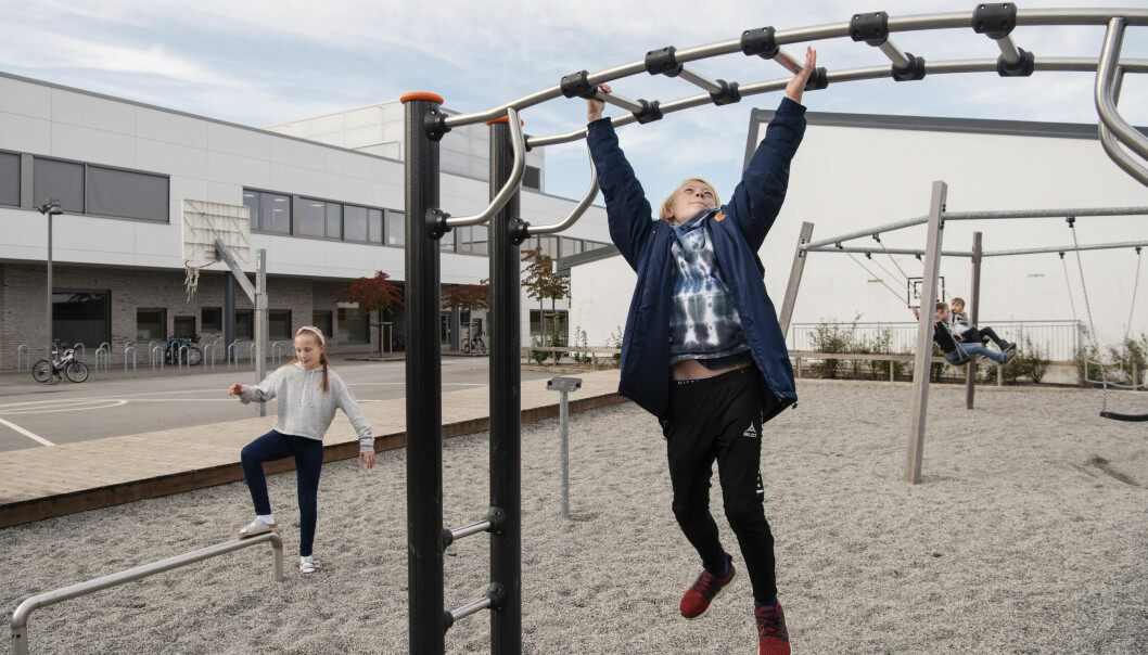 Marius Knutsen og Live Sandve Langeland klarer ikke å komme på noe de savner i skolegården. Foto: Foto: Marie von Krogh