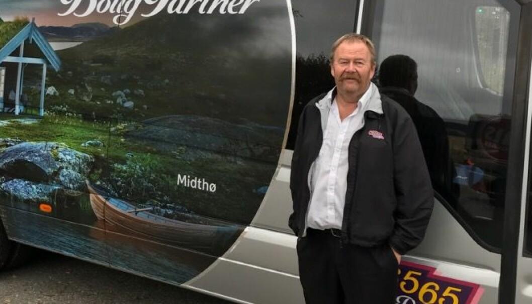 Hver dag kjører drosjeeier Rune Helge Holm barnehagebarn til lekeparken gratis. Foto: Privat