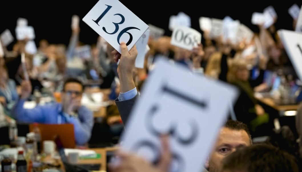 Med over 37.000 pensjonistmedlemmer burde grått hår synes i landsmøtesalen i større grad enn hittil, skriver Anne-Margrete Benæs, leder for sentralt pensjonsråd i Utdanningsforbundet. Ill.foto: Tom-Egil Jensen.