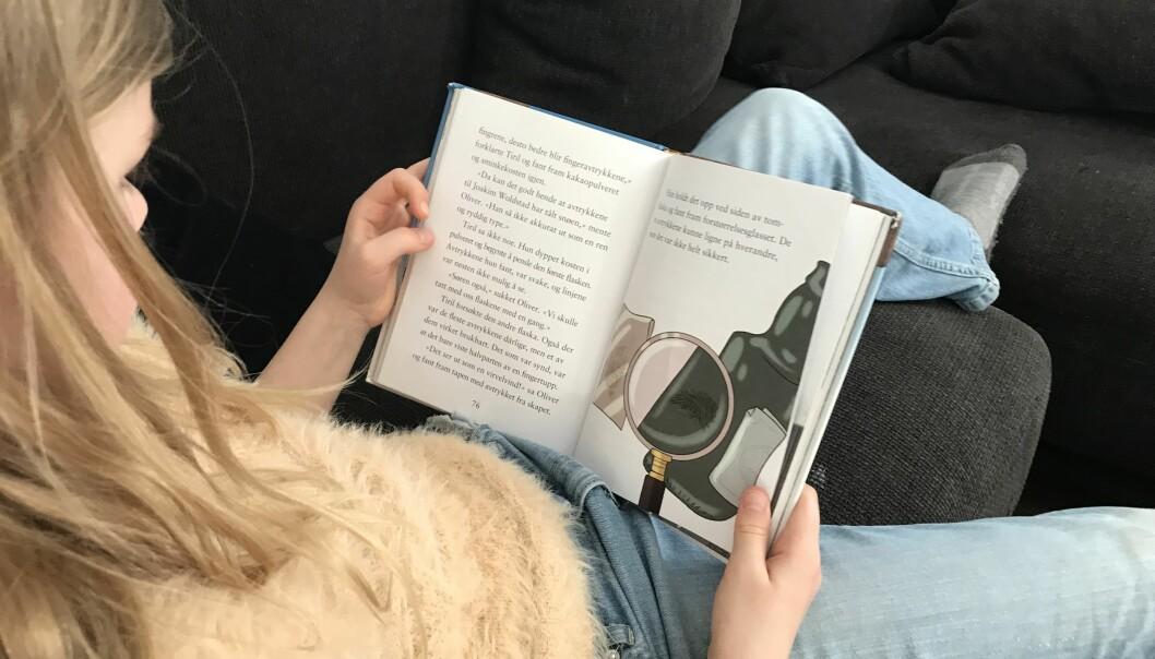 – Boken har to vesentlige fordeler fremfor skjerm: At man ikke blir forstyrret og at leseopplevelsen blir mer håndgripelig, ifølge den danske leseforskeren Jan Mejding. Illustrasjonsfoto: Paal Svendsen.