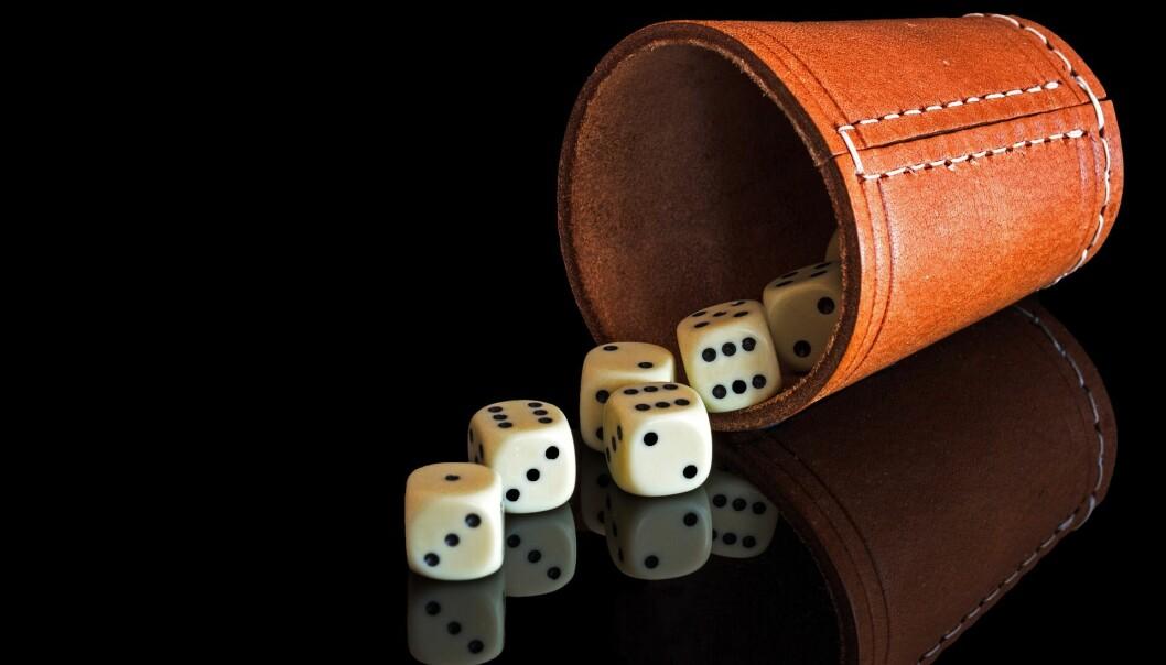 Er sjansen for å få en sekser dobbelt så stor ved kast av to terninger, enn om man bare kaster én? Ill.foto: Pixabay.