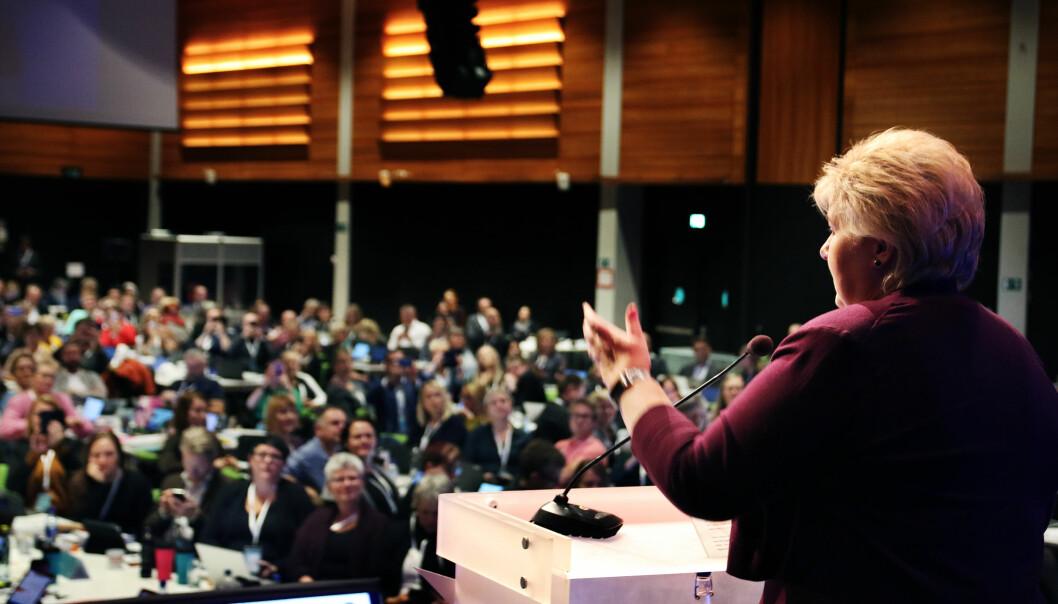 Erna Solberg snakket om læreplanene da hun besøkte Utdanningsforbundets landsmøte på Lillestrøm i dag. Foto: Jørgen Jelstad