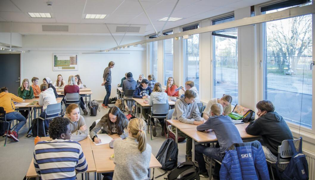 Ved Ski videregående skole trekkes klima-påvirkning inn i de fleste fag. Her drøfter elevene hvorvidt klimaendringer er menneskeskapte. <br>Foto: Joakim S. Enger