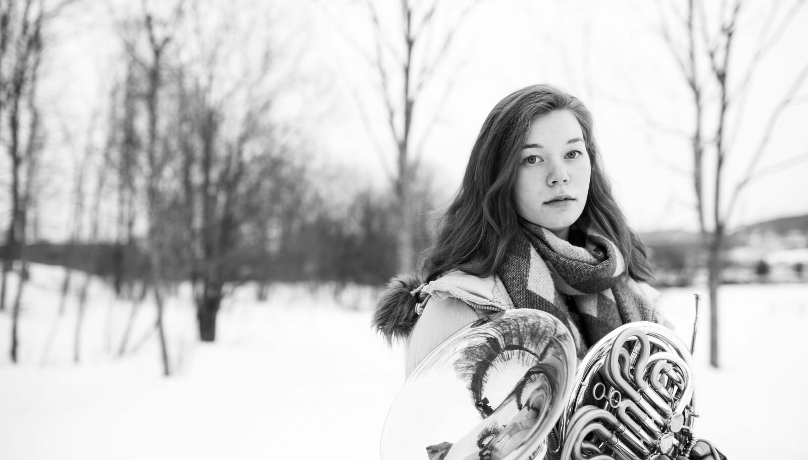 Tidligere trodde Ina (19) at hornet skulle bli hennes arbeidsredskap. Etter hendelsen sluttet hun i lang tid helt å øve. Foto: Erik M. Sundt