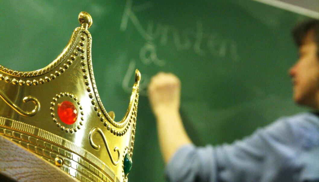 Kongen bestemte seg å gi provinsene mer penger, slik at alle fikk dyktige og tilstrekkelig mange lærere. Det satte de fleste pris på, med unntak av en provins sånn omtrent midt i kongeriket ... Illustrasjonsfoto: Inger Stenvoll