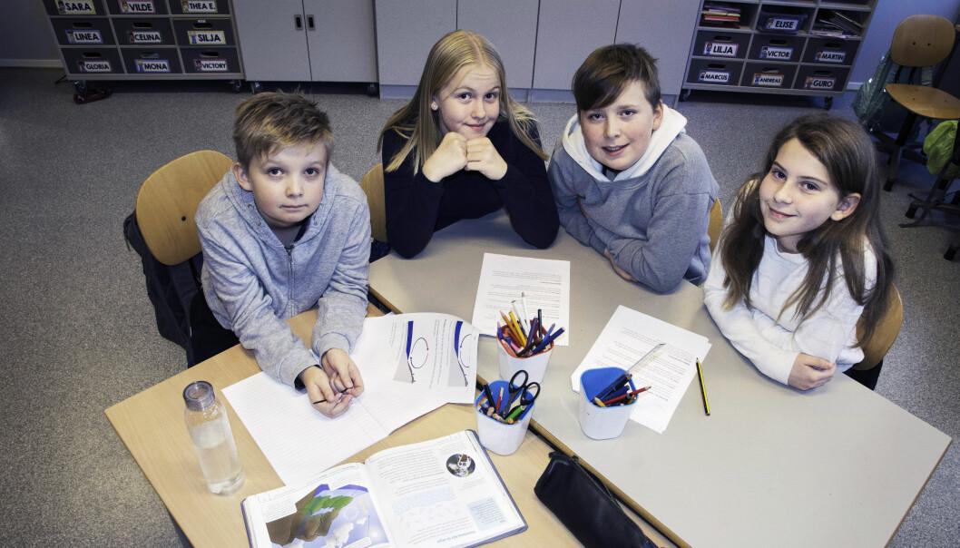 Elevene har ulikt syn på leksefri skole. Fra venstre: Aleksander, Guro, Magnus og Lilja.