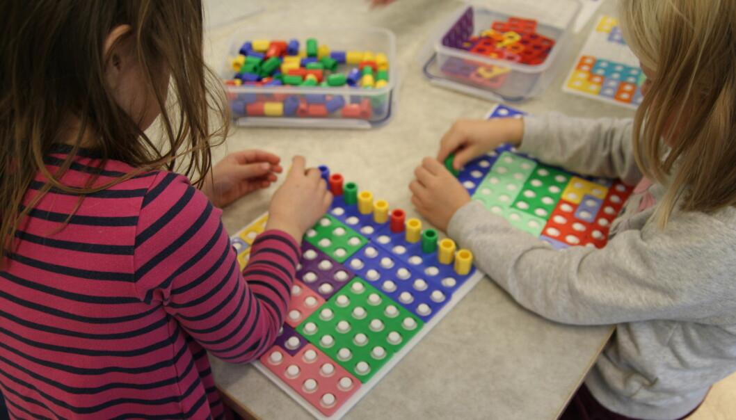 Barna i Dønski barnehage i Bærum leker, og lærer matte samtidig.