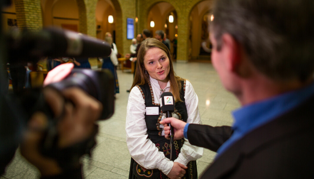 Nesna-nedleggelsen har fått mye medieoppmerksomhet. Her blir aksjonsleder Jenny Myklebust intervjuet av Tv2.