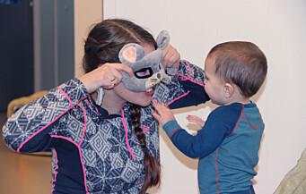 Barnehagelærer Hanna Svendsen bruker det meste av tiden på barna, fordi assistentene gjør alle praktiske oppgaver
