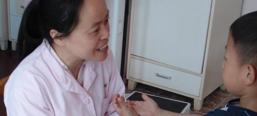 Hver morgen blir de 610 kinesiske barna undersøkt for å sjekke at de er friske nok til å gå i barnehagen