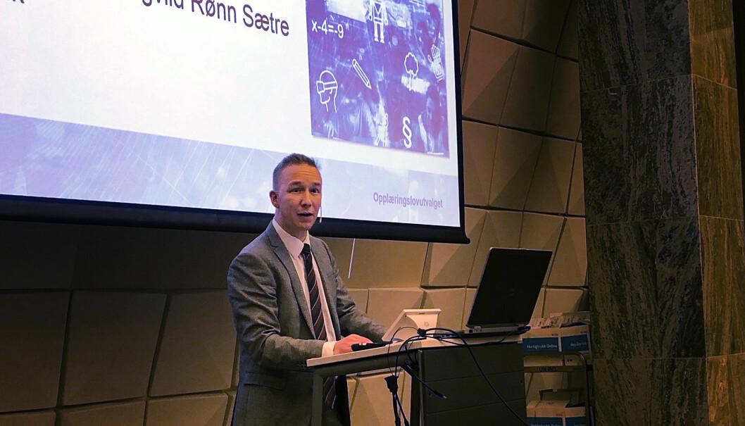 Jon Christian Fløysvik Nordrum presenterer rapporten på vegne av Opplæringslovsutvalget fredag morgen.